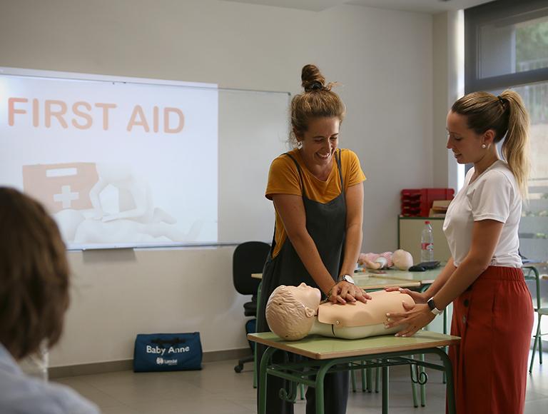 Formación en primeros auxilios en Caxton College